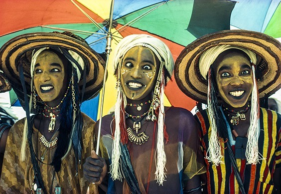 Niger  At the annual Geerewol festival, Wodaabe male charm dancers from Niger perform the competitive Yaake dance. The men lighten their skin with yellow powder, accentuate the length of their noses with a line of pigment and brighten their eyes and teeth with kohl. The men change their facial expressions every few seconds, emphasizing their beautiful teeth and eyes. The winner, in the middle, displays his charisma by holding one eye still while rolling the other from side to side, making him irresistible to the female judges.