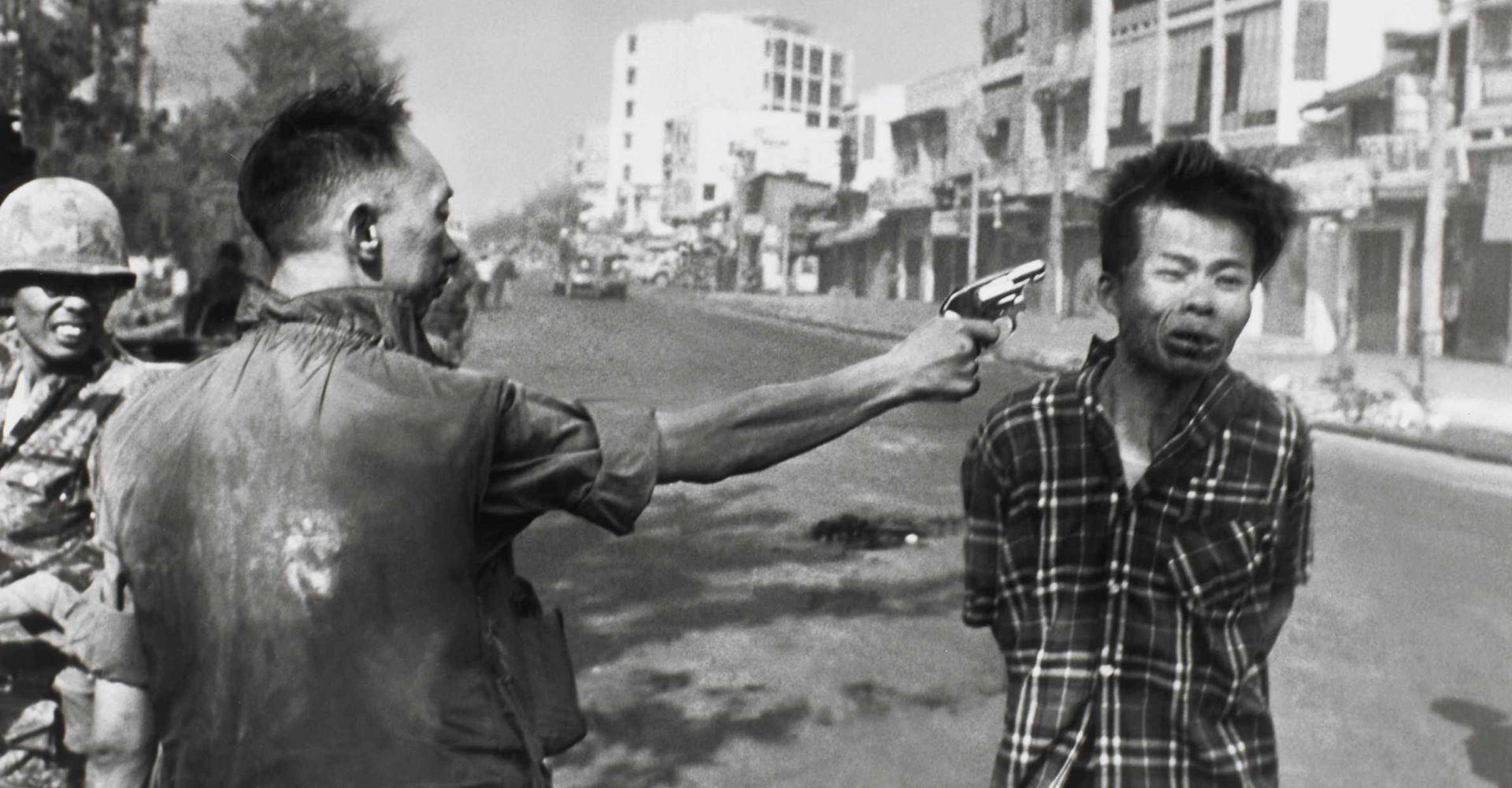 Police Commander Nguyen Ngoc Loan killing Viet Cong operative Nguyen Van Lem - February 1968